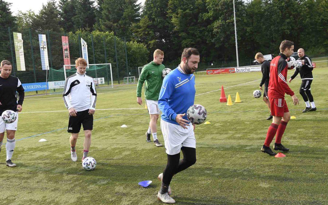 Trainingsauftakt des TuS Langenholthausen nach Corona-Pause – Viel Spaß bei Spielern