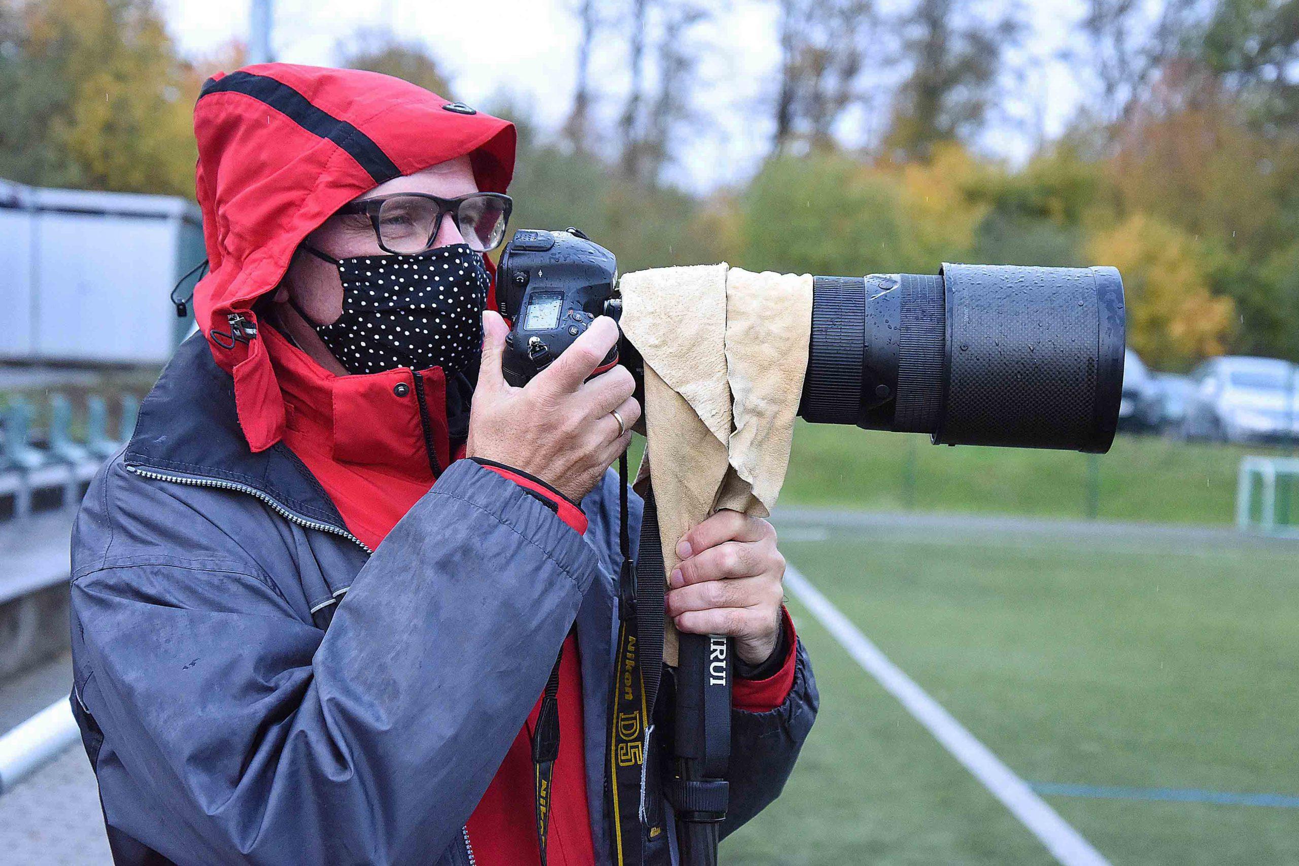 Einsatz bei Regen und unter Corona-Bedingungen, Foto: Richard Elmerhaus